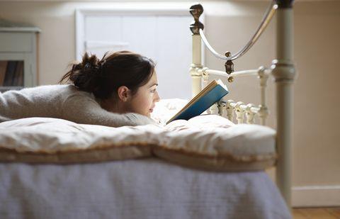 Arm, Room, Bed, Furniture, Textile, Child, Linens,