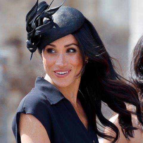 Hair, Clothing, Beauty, Hat, Black hair, Headpiece, Fashion accessory, Headgear, Fashion, Long hair,