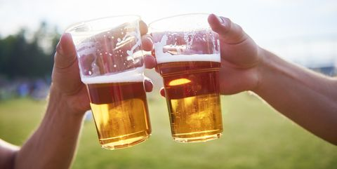 Drink, Alcohol, Beer, Water, Lager, Hand, Alcoholic beverage, Beer glass, Bia hơi, Pint glass,