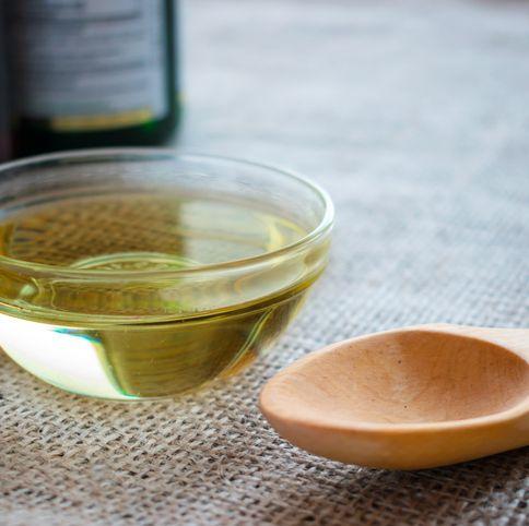 Vegetable oil, Drink, Food, Ingredient, Roasted barley tea, Cooking oil, Bowl, Oolong, Cuisine, Spoon,