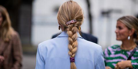 Hair, Hairstyle, Street fashion, Chignon, Fashion, Beauty, Long hair, Bun, Human, Blond,