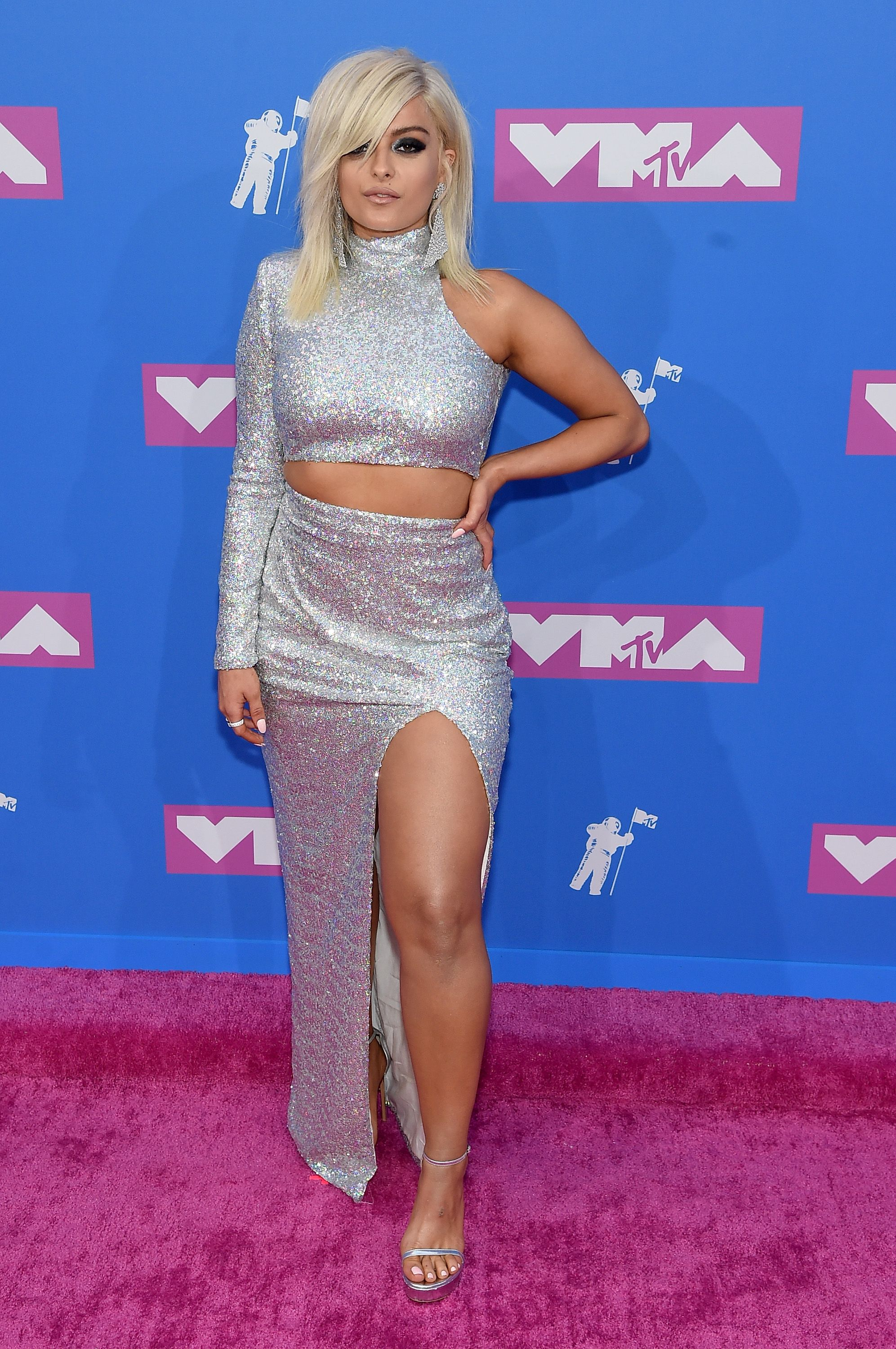 7094823a60 All the 2018 MTV Video Music Awards Red Carpet Looks — MTV VMAs Red Carpet  Outfits