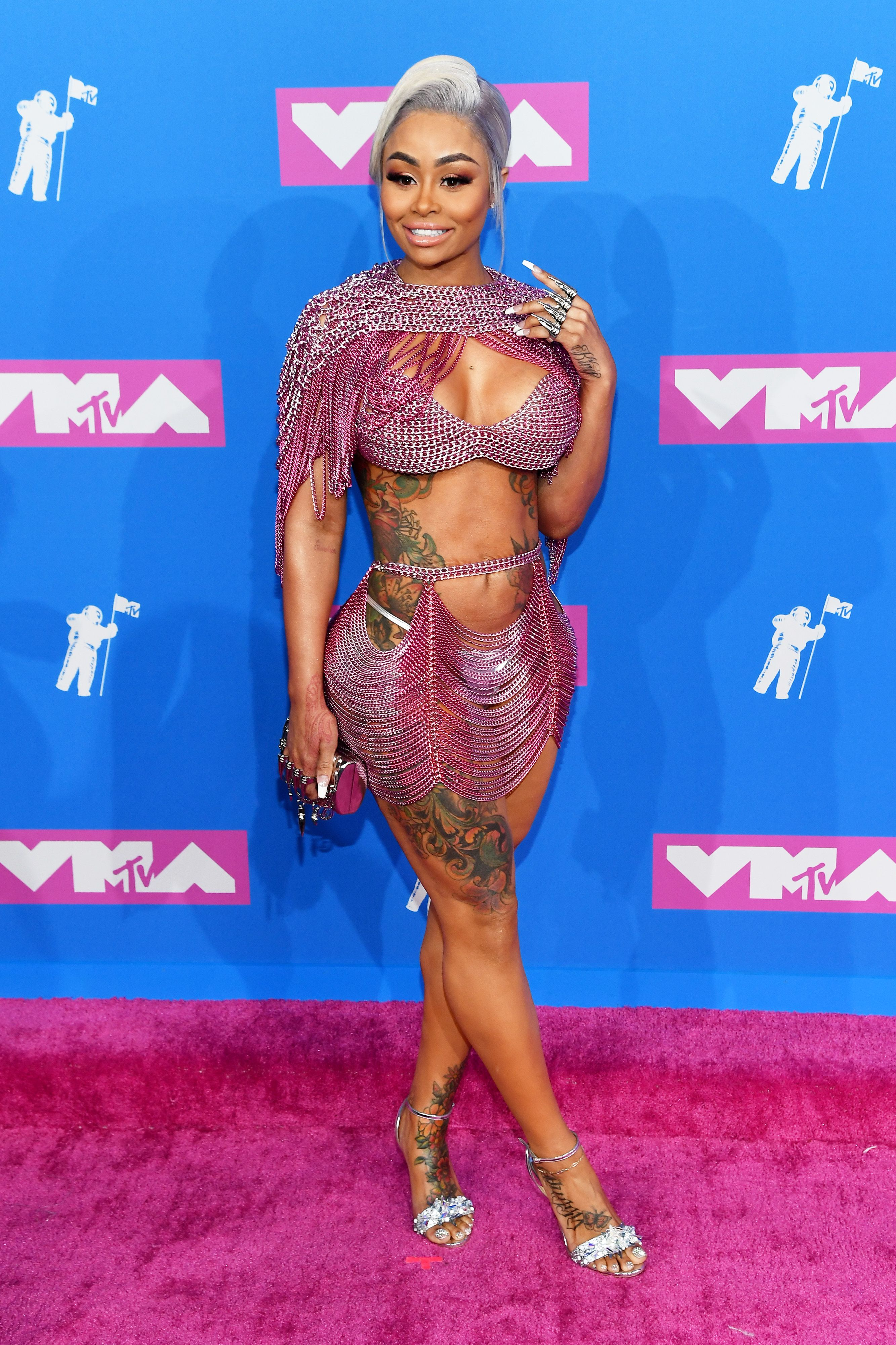 All The 2018 Mtv Video Music Awards Red Carpet Looks Mtv Vmas Red