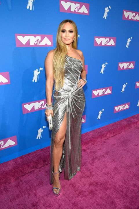 Red carpet, Clothing, Carpet, Flooring, Long hair, Dress, Shoulder, Premiere, Electric blue, Thigh,