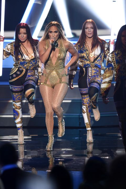 jennifer lopez 2018 vmas performance outfits were on fire