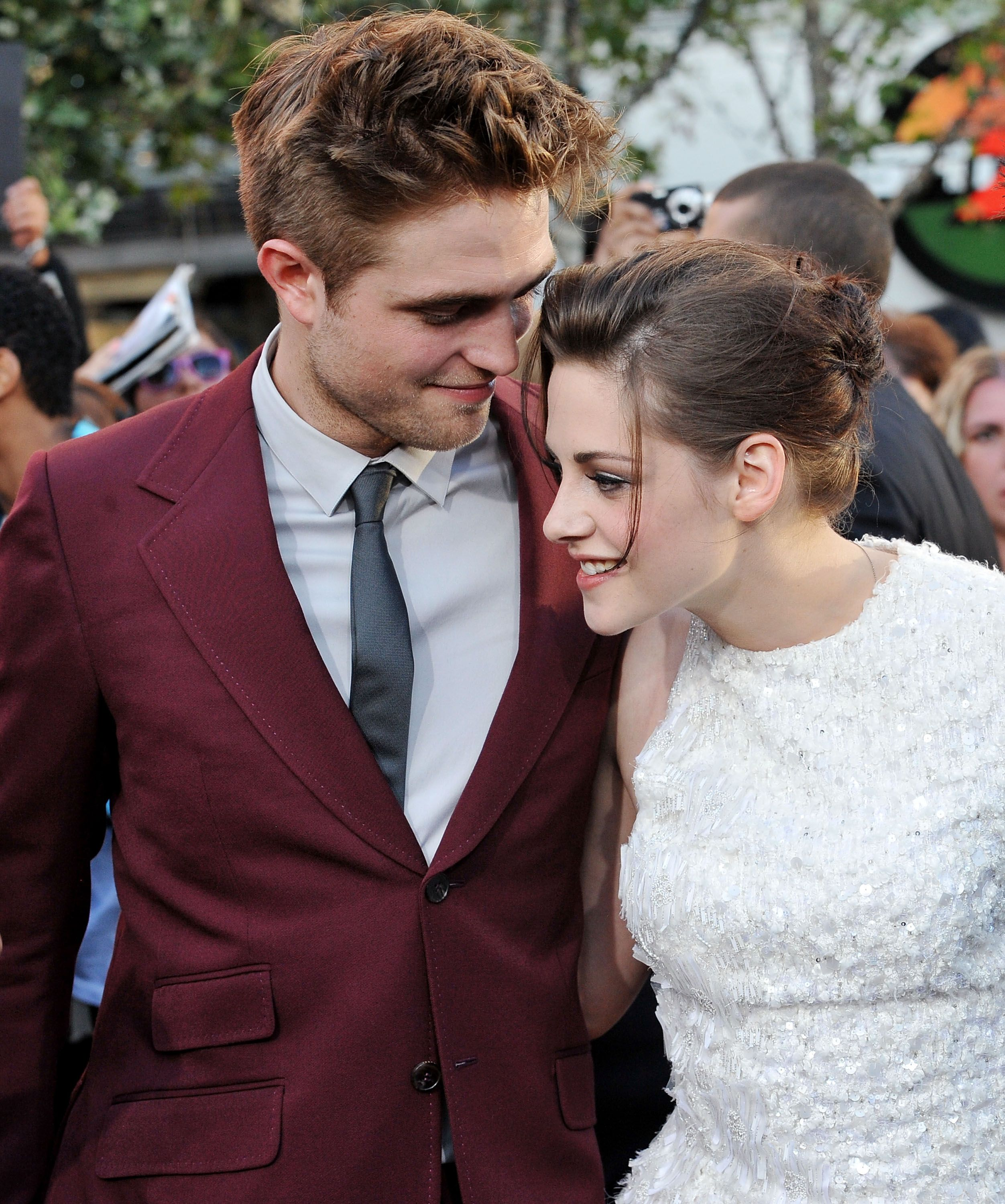 Who is robert pattinson dating in real life