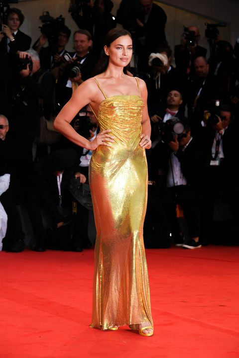 Red carpet, Fashion model, Carpet, Dress, Shoulder, Flooring, Clothing, Fashion, Gown, Hairstyle,