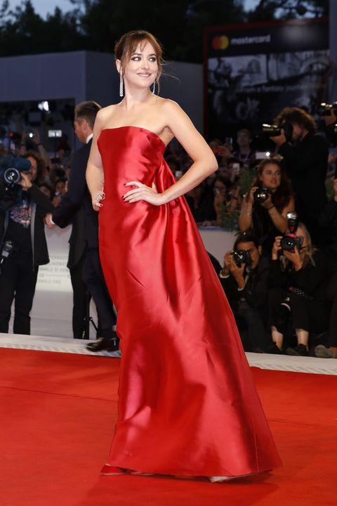 Fashion model, Gown, Dress, Red carpet, Clothing, Carpet, Shoulder, Fashion, Flooring, Premiere,