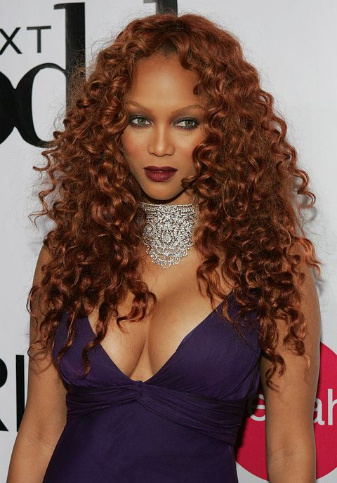 Hair, Mouth, Lip, Brown, Hairstyle, Jheri curl, Shoulder, Eyebrow, Ringlet, Dress,