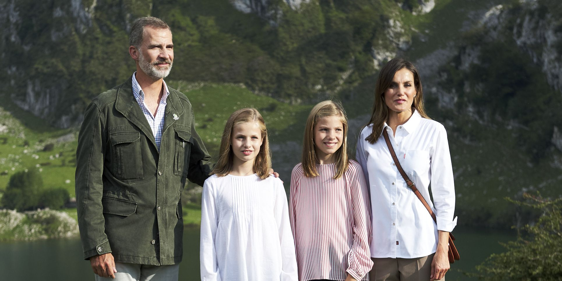 The Spanish Royals Look Gorgeous in Their 2018 Family Christmas Card