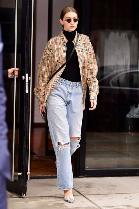 1669c65f456 10 Boyfriend Jeans Outfit Ideas – How to Wear Boyfriend and Mom Jeans