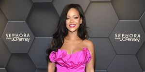 rihanna-roze-look-fenty-beauty
