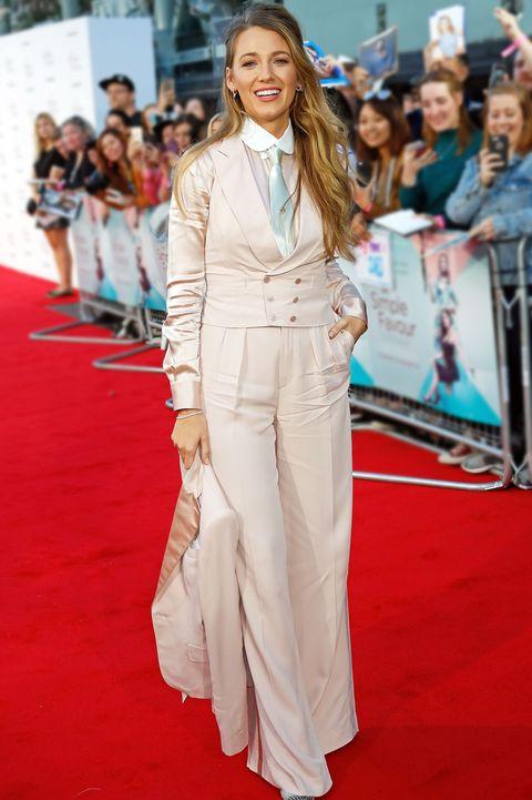 Red carpet, Carpet, Clothing, Suit, Premiere, Fashion model, Fashion, Flooring, Dress, Pantsuit,