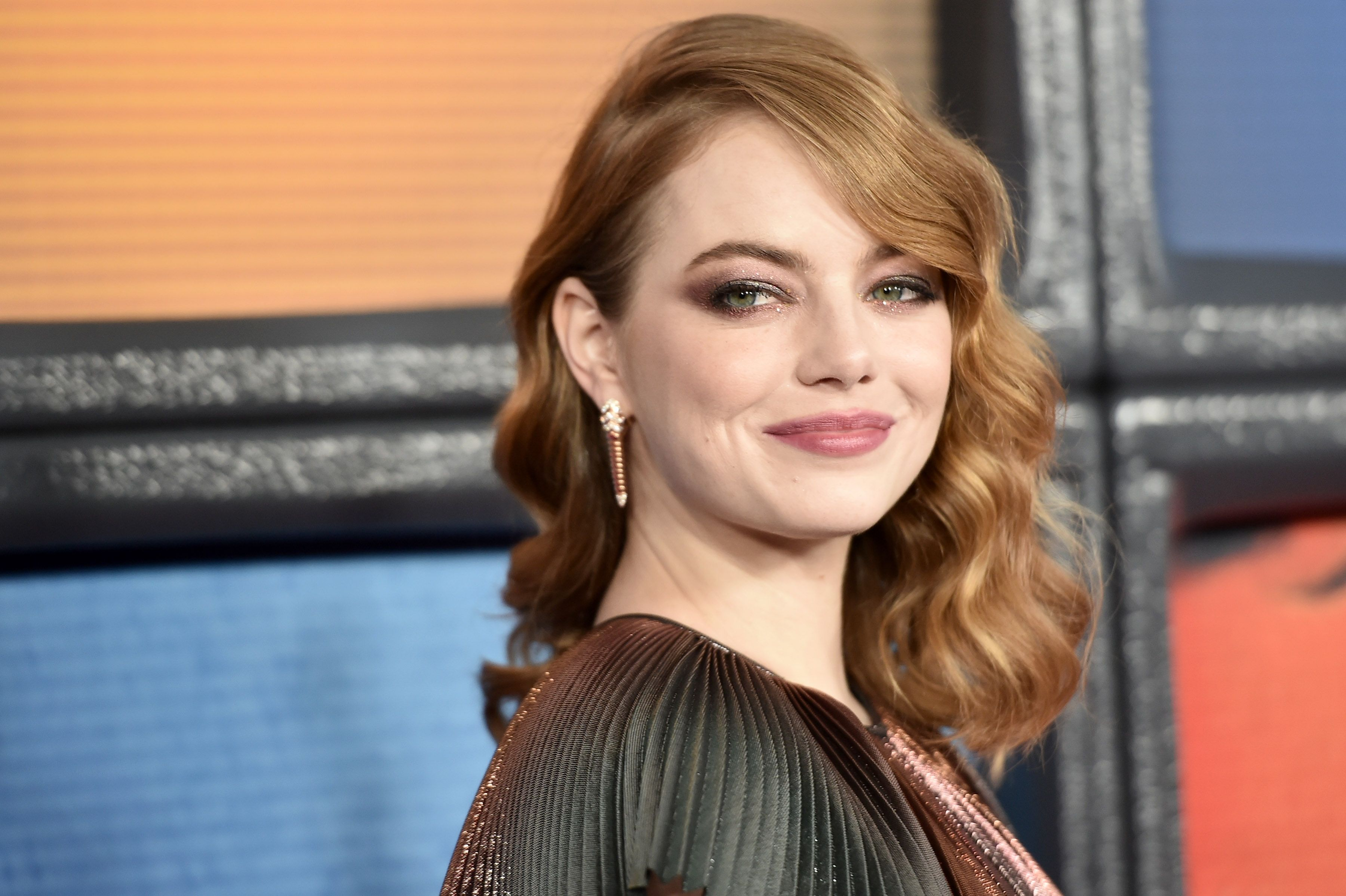 Emma Stone Wore Roses In Her Hair And The Internet Can T Deal