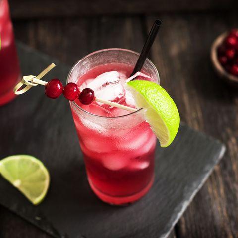 Drink, Cocktail garnish, Non-alcoholic beverage, Lime, Limeade, Food, Alcoholic beverage, Wine cocktail, Cocktail, Distilled beverage,