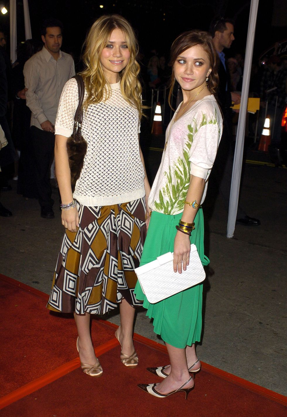 February 26, 2004 For the premiere of Starsky & Hutch , Mary-Kate and Ashley went for a simple look and both wore a white t-shirt and skirt combo.