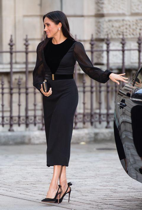 Clothing, Dress, Black, Shoulder, Pencil skirt, Street fashion, Fashion model, Little black dress, Fashion, Beauty,