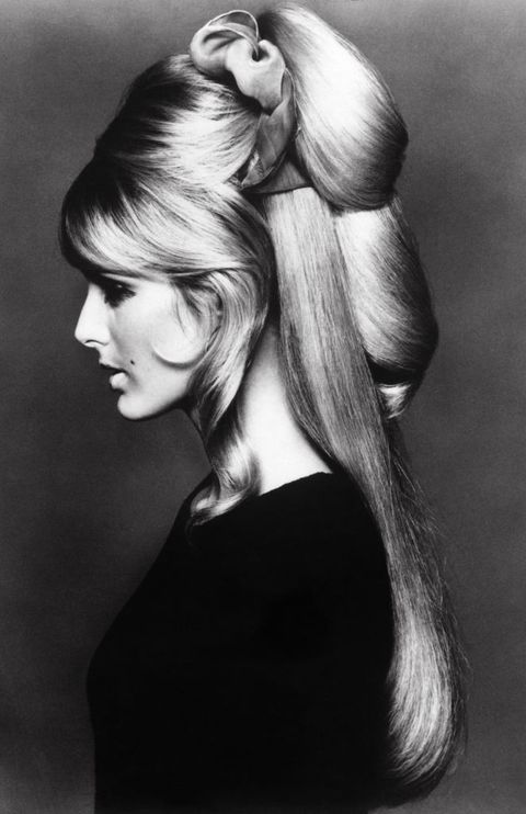 Hair, Hairstyle, Beauty, Long hair, Chin, Blond, Shoulder, Hair coloring, Black-and-white, Model,