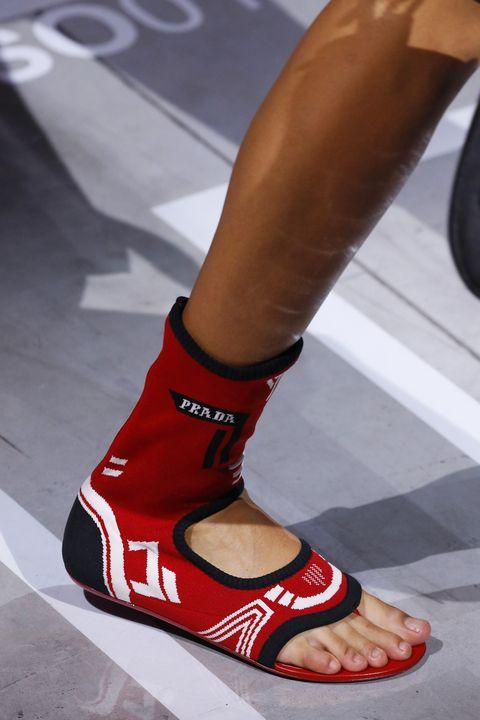Footwear, Red, Human leg, Shoe, Leg, Joint, Ankle, Calf, Fashion, Foot,