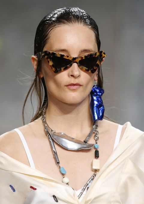 Eyewear, Hair, Fashion, Hairstyle, Beauty, Glasses, Fashion model, Lip, Sunglasses, Vision care,