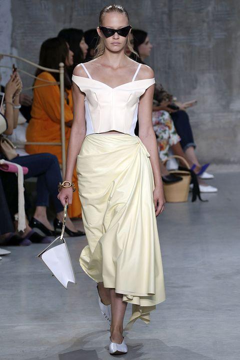 Fashion model, Clothing, Fashion, Fashion show, Shoulder, Runway, Dress, Haute couture, Waist, Joint,