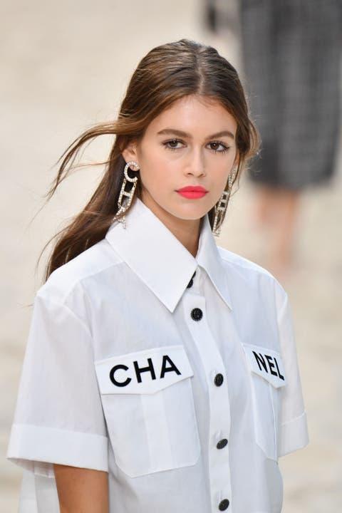 White, Clothing, Beauty, Skin, Uniform, Lip, Hairstyle, Fashion, Outerwear, Coat,