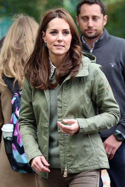 edcc0eb3b74 Kate Middleton Wears a Green Fjallraven Jacket to Visit the Sayers ...