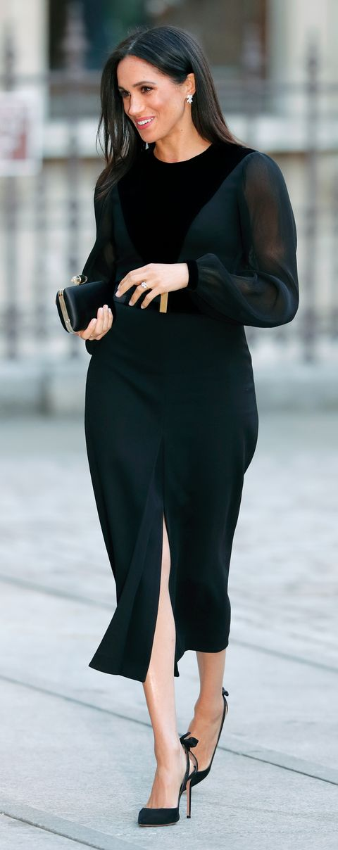 Clothing, Black, Shoulder, Street fashion, Dress, Neck, Little black dress, Formal wear, Leg, Fashion,