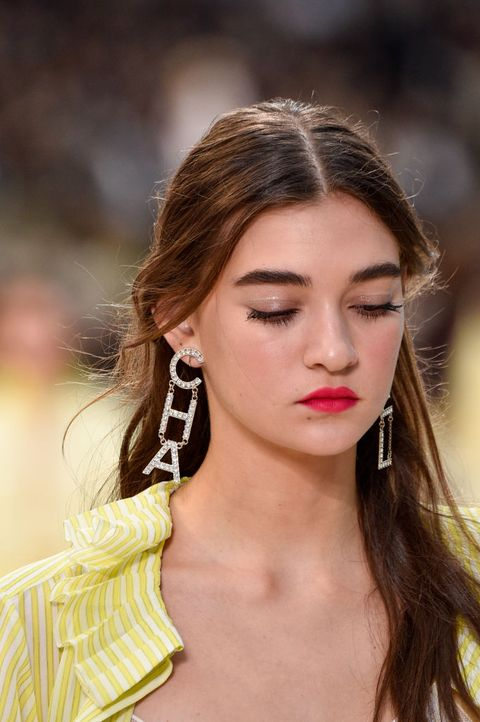 Hair, Fashion model, Face, Lip, Hairstyle, Eyebrow, Fashion, Beauty, Skin, Chin,