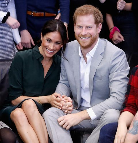 Event, Fashion, Arm, Hand, Sitting, Finger, Smile, Gesture, Family pictures, Suit,