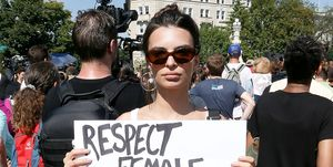 Emily Ratajkowski alla protesta