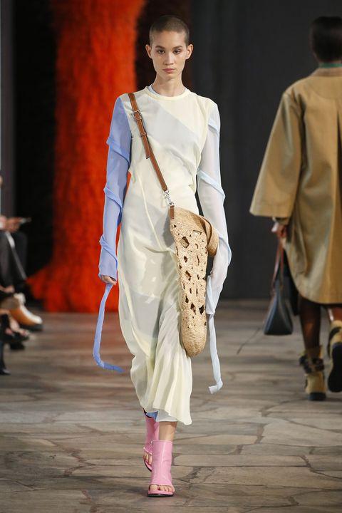 Fashion model, Fashion, Fashion show, Runway, Clothing, Fashion design, Event, Public event, Haute couture, Neck,