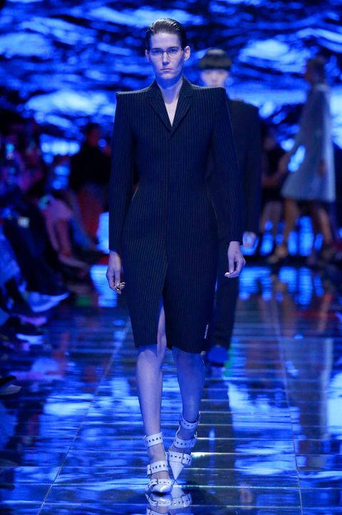 Cobalt blue, Fashion, Runway, Fashion model, Fashion show, Blue, Electric blue, Haute couture, Event, Public event,