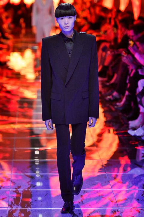 Fashion, Runway, Fashion show, Fashion model, Purple, Haute couture, Suit, Event, Formal wear, Electric blue,