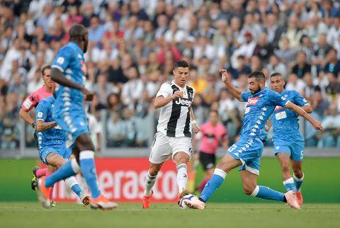 Player, Sports, Team sport, Ball game, Sport venue, Football player, Soccer player, Football, Soccer, Sports equipment,