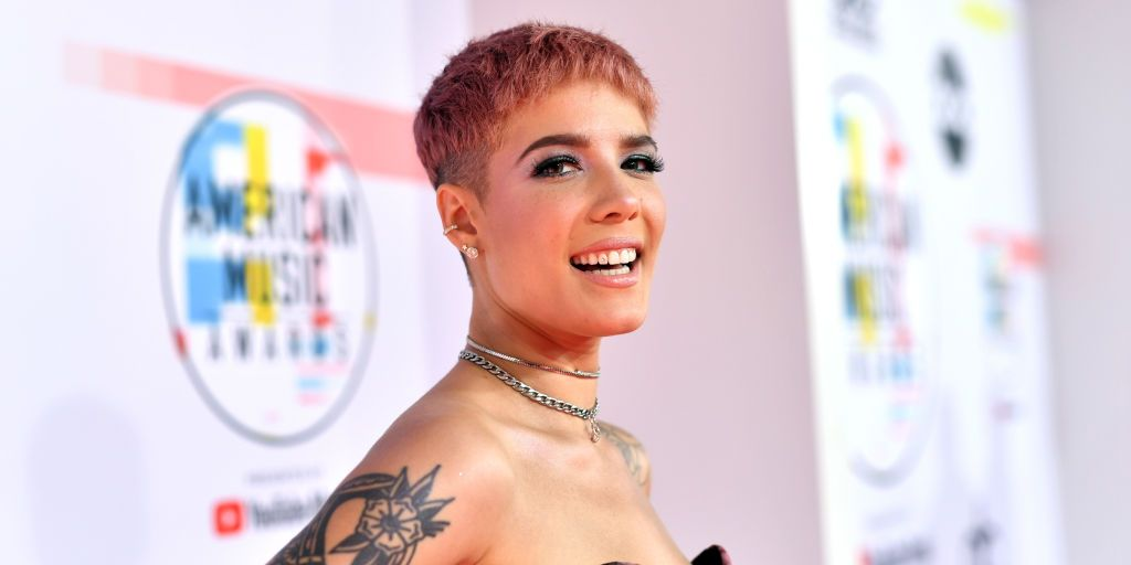 Halsey Shares Photo Of Back Injury From Rock Climbing Naked-8104