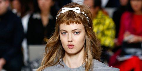 Tendenze capelli Primavera Estate 2019  i look delle sfilate b33c54fa5ae9