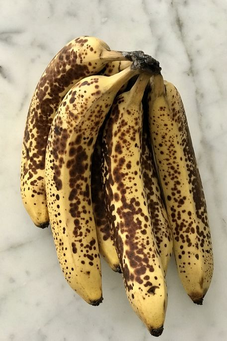 browning bananas on marble kitchen counter