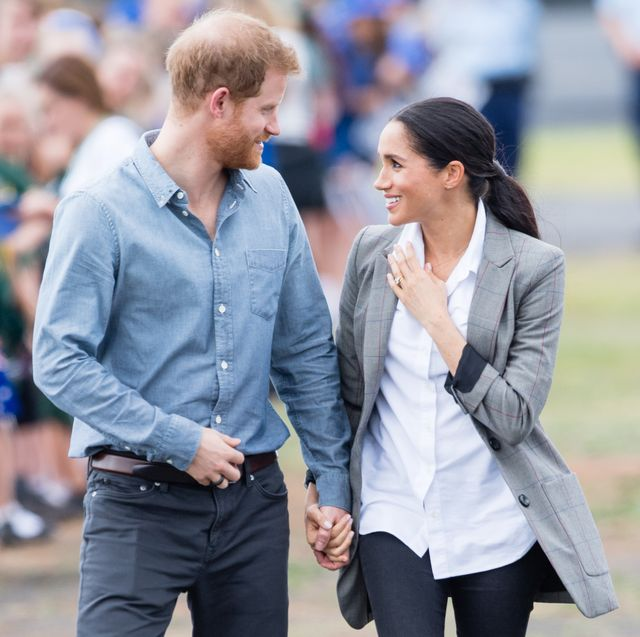 dubbo, australia   october 17  prince harry, duke of sussex and meghan, duchess of sussex arrive at dubbo airport on october 17, 2018 in dubbo, australia the duke and duchess of sussex are on their official 16 day autumn tour visiting cities in australia, fiji, tonga and new zealand  photo by samir husseinsamir husseinwireimage