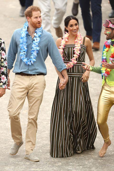 People, Fashion, Street fashion, Human, Dress, Event, Leg, Sunglasses, Eyewear, Style,