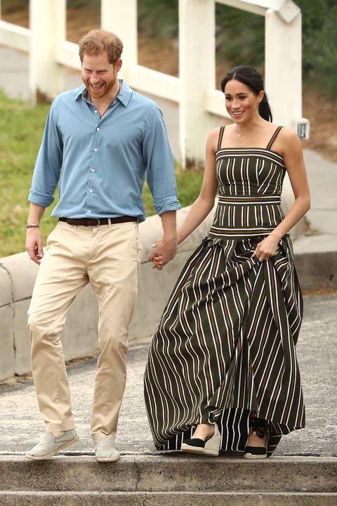Clothing, Dress, Fashion, Walking, Shoulder, Street fashion, Waist, Leg, Gesture, Fashion model,