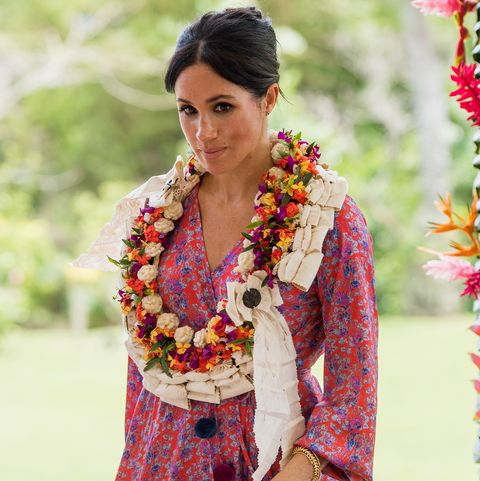 Clothing, Sari, Yellow, Tradition, Textile, Formal wear, Lei, Photo shoot,