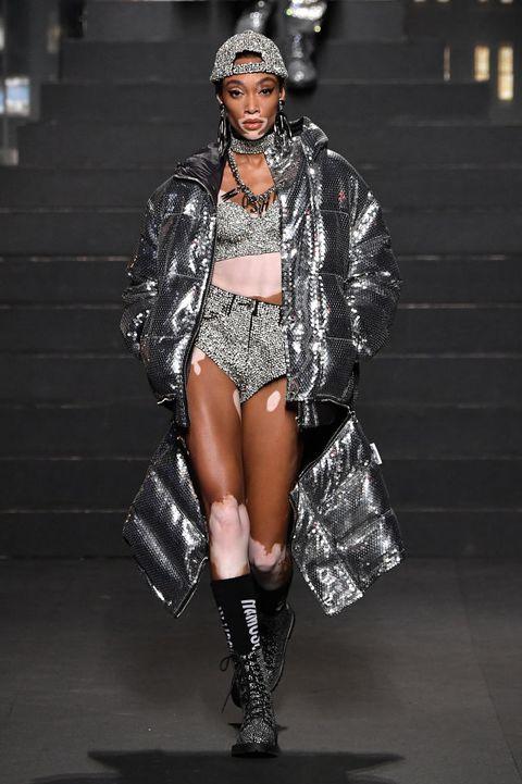 Fashion model, Fashion show, Runway, Fashion, Clothing, Thigh, Public event, Outerwear, Muscle, Leg,