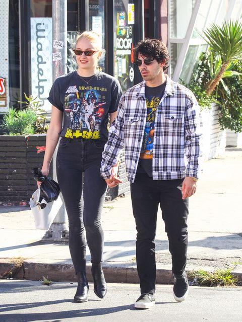 People, Street fashion, Fashion, Plaid, Jeans, Yellow, T-shirt, Snapshot, Eyewear, Standing,