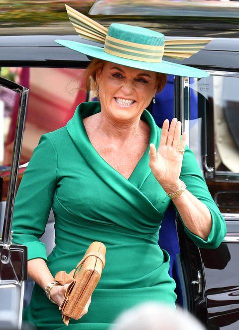 Hat, Fashion accessory, Sun hat, Headgear, Fedora, Cowboy hat, Vacation, Smile, Vehicle,