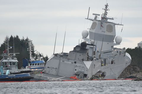 Vehicle, Naval ship, Warship, Battleship, Boat, Ship, Watercraft, Destroyer, Navy, Heavy cruiser,