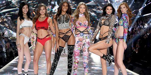 Todos los looks del desfile de Victoria's Secret.