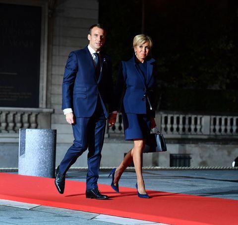 Blue, Cobalt blue, Carpet, Red, Red carpet, Fashion, Suit, Electric blue, Yellow, Footwear,