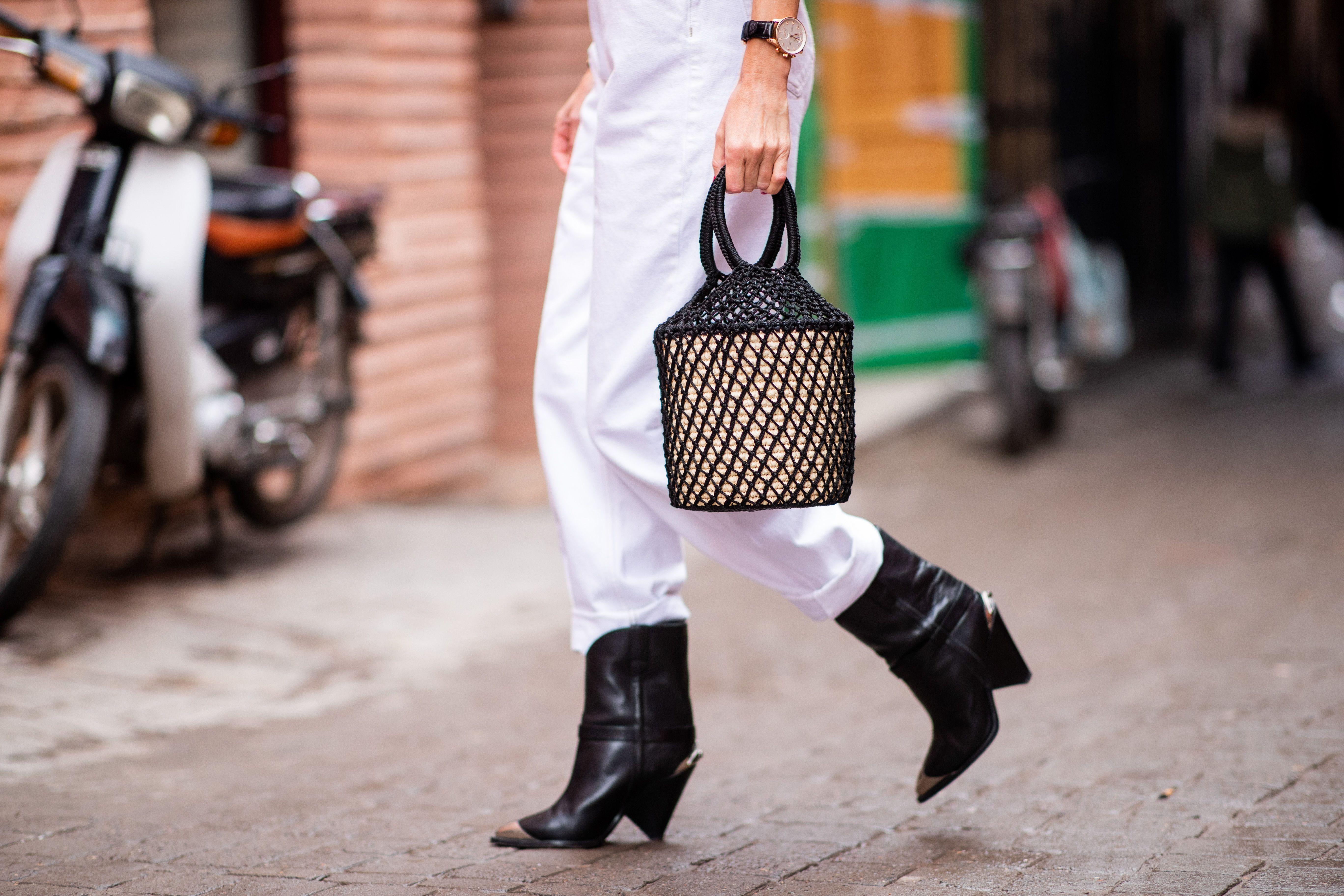 Jennifer Lopez, no pants look: stivali di jeans senza