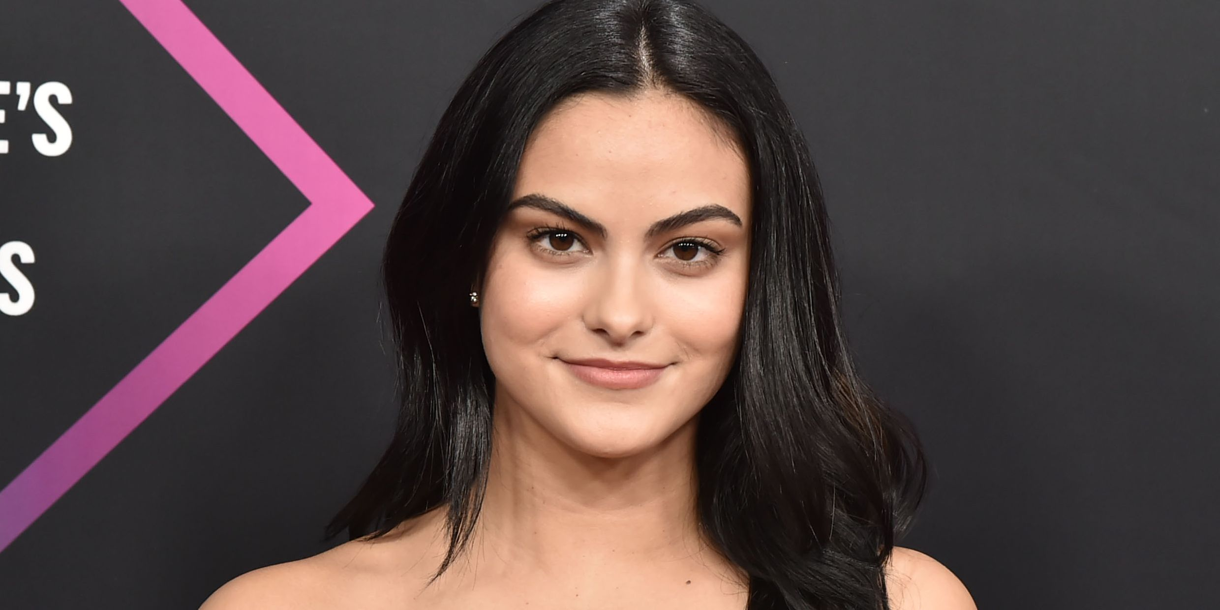 Camila Mendes Walked the People's Choice Awards Red Carpet WITHOUT Boyfriend Charles Melton